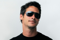 man_sunglasses_zu5qcy